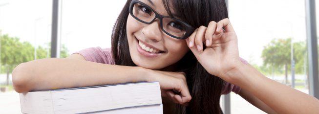 סטודנטית עם ספרים