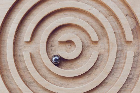 Jeu en bois labyrinthe géant