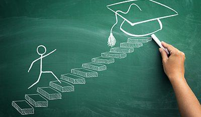 סטודנט עושה צעדים בלימודים